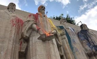 Activiștii LGBTau vandalizat Monumentul Reformei din Geneva