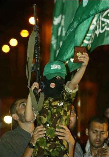 Crianças são formadas no crime religioso até em facções do Islã que ficaram parecendo 'moderadas'.