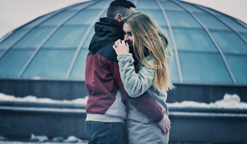10 sinais de que um homem está apaixonado por você