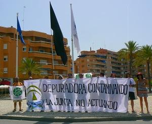 Sanlúcar-aqualia-bandera negra-ecologistas en acción-vertidos-mar