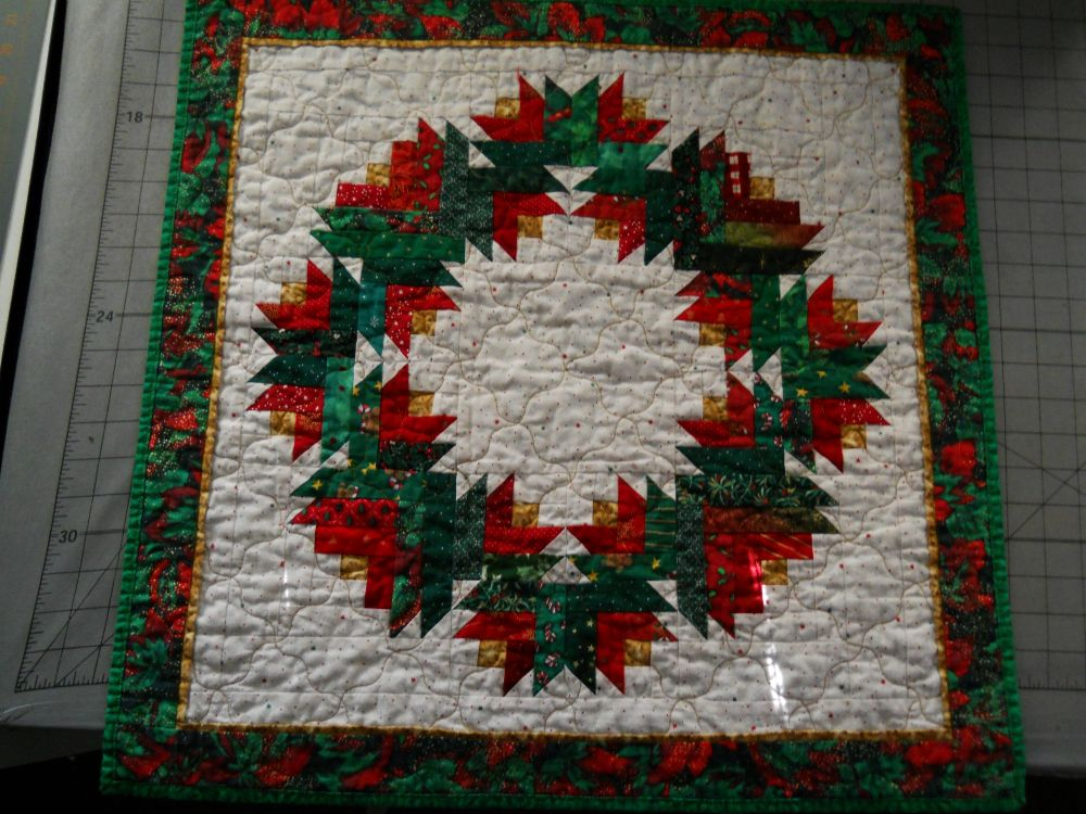 Quilt Pattern For Christmas Wreath : Scrapbox Quilts: Free Patterns