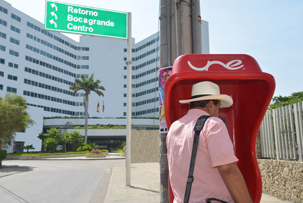 Teléfonos-públicos-herramienta-comunicación-une