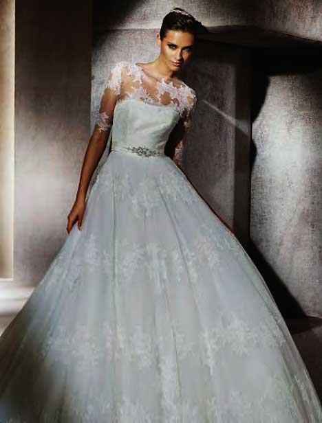 Above Monique Lhuillier presented this stunning lace Aline gown