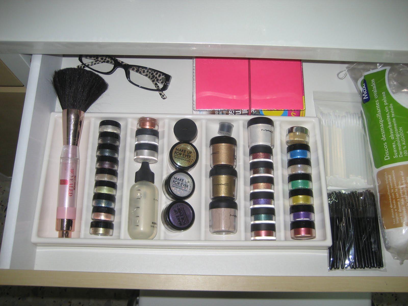 Colecci n y organizaci n de maquillaje 2011 azucena - Organizadores de armarios ikea ...