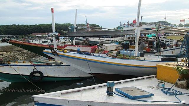 Kapal bersandar di pelabuhan Kartini, Jepara