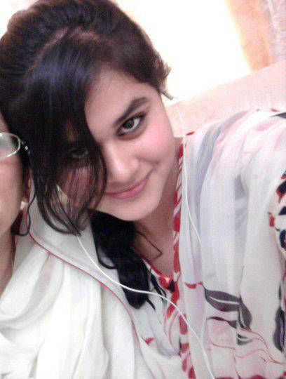 Celebrities wallpapers pakistani girls wallpapers new for Home wallpaper karachi