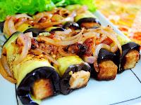 Rolinhos de Berinjela Recheados com Tiras de Tofu (vegana)