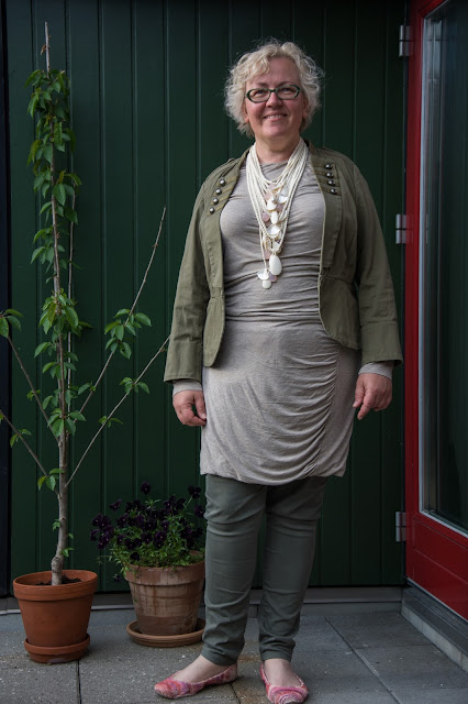 Kaffesoester in beige dress and new bone necklace by Monies