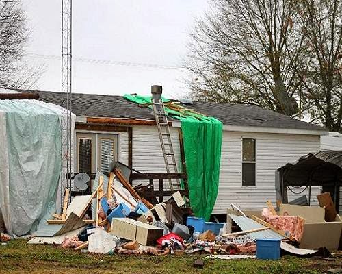 arkansas_tornado_damage_house