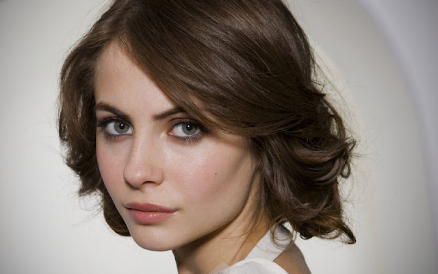 Willa Holland face