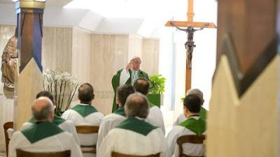 MISSA NA CASA SANTA MARTA Seguir Jesus não é fazer carreira, disse o Papa Francisco