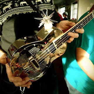 Festive resonator uke at Wukulele