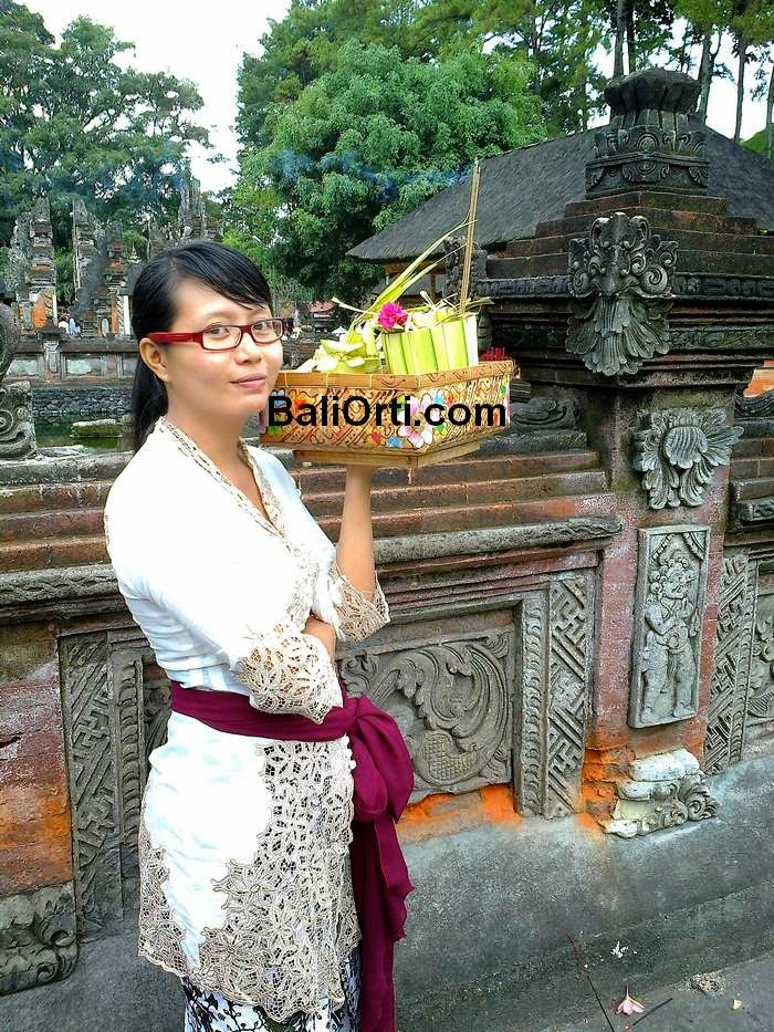 really cute een thai bargirl with