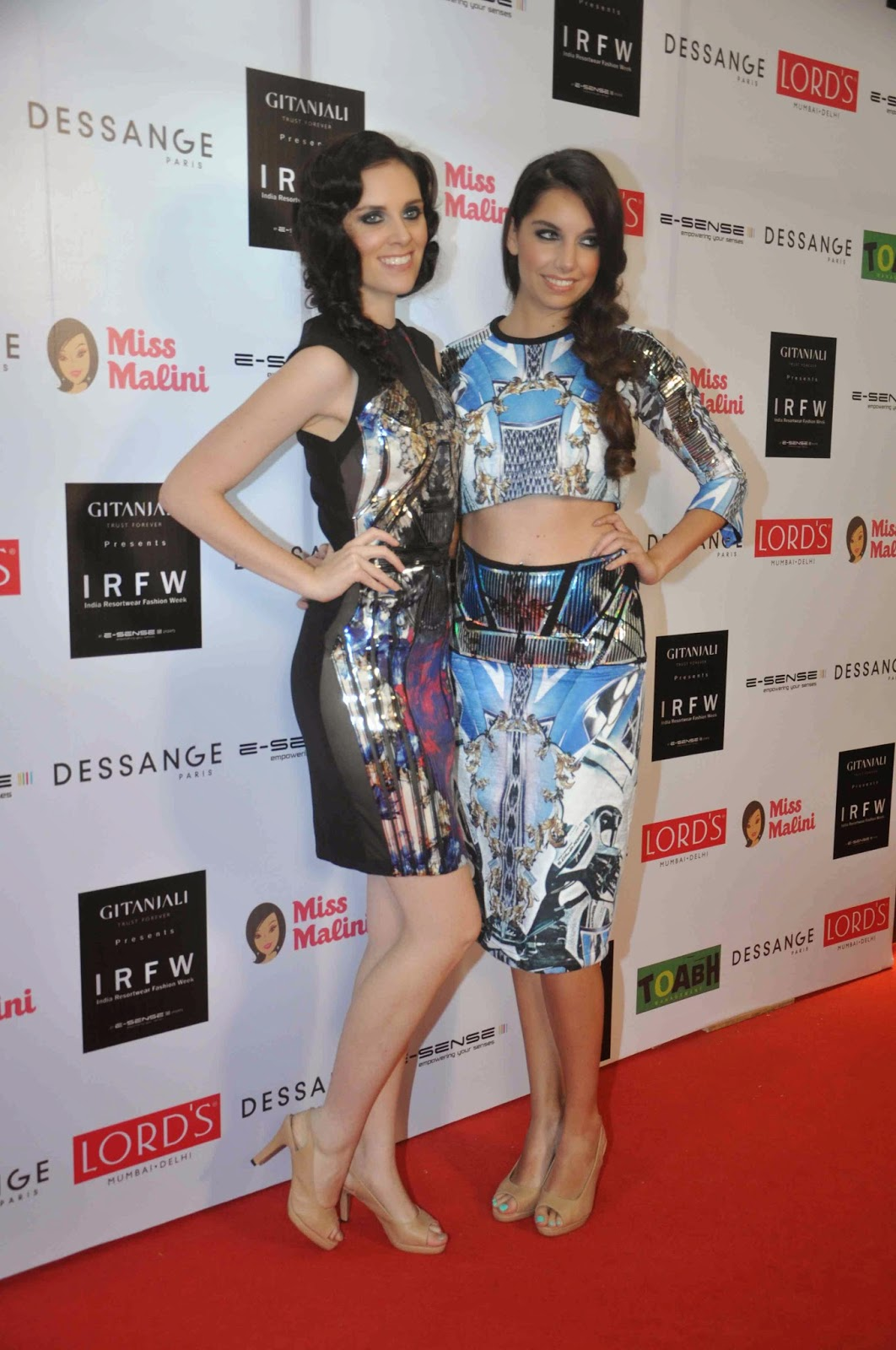 High Quality Bollywood Celebrity Pictures: Karishma Kapoor