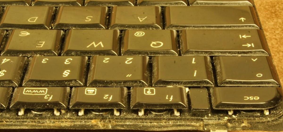 Cara Membersihkan Keyboard Dengan Baik dan Benar