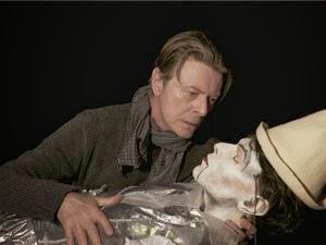 Bowie filmou, dirigiu e editou seu novo clipe