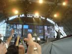 Scorpions, 9 iunie 2011, Bad Boys Running Wild, Klaus Meine si James Kottak la sfarsitul piesei