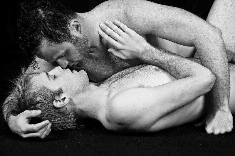 поцелуев геев страстных фото среди