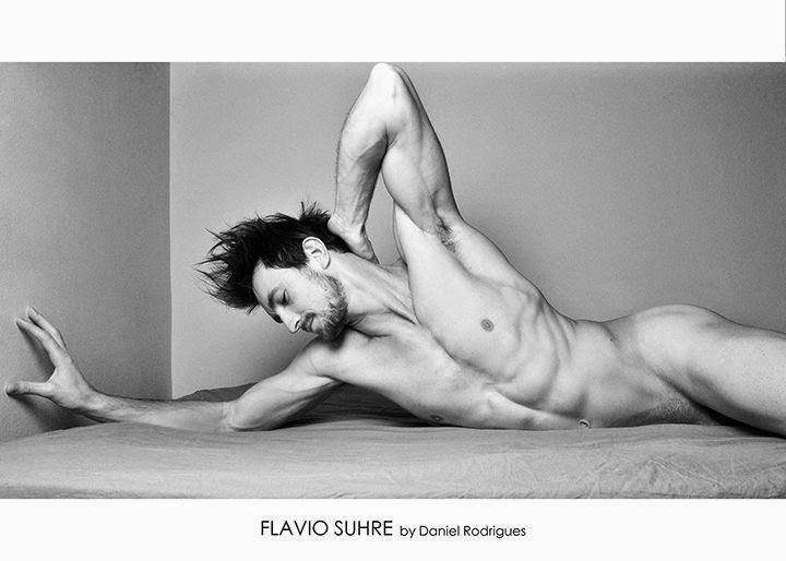 Flavio Suhre nudo