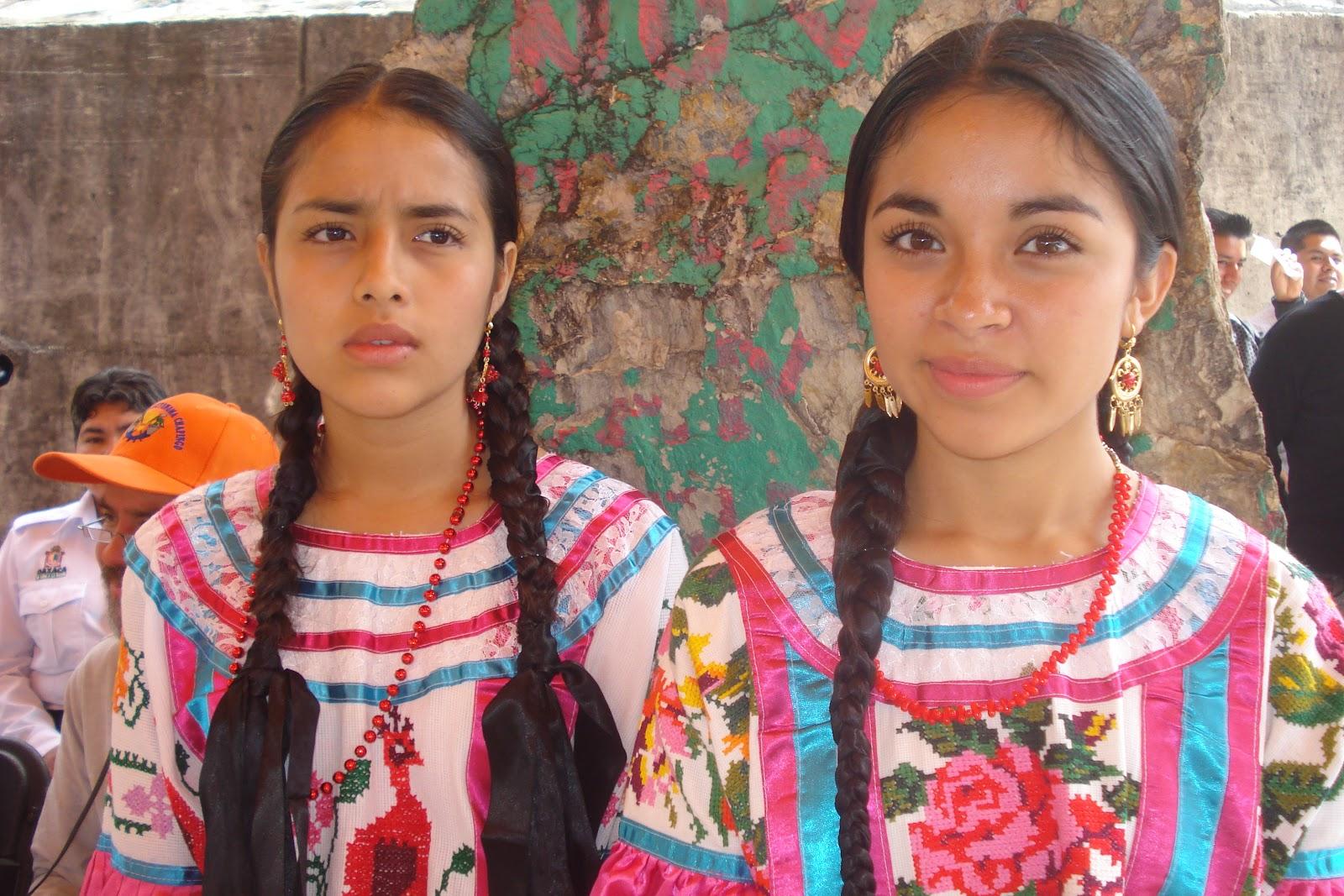 Confusiones de los que nos quieren distinguir entre indios y mexicanos. - Página 2 CELEBRAN+A+LA+MUJER+EN+SU+DIA