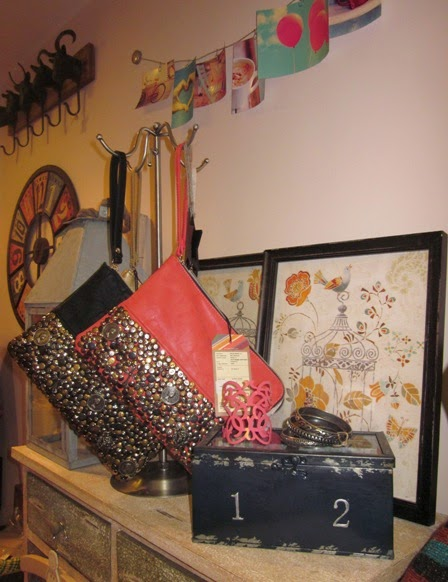 Carteras monedas, pulseras, cuadros jaula y caja metal