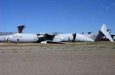 aeronaves - Davis-Monthan AFB - o maior cemitério de aeronaves do mundo  AMARC+C-141B+65-0243