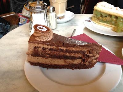 Sowohl Als Auch Berlin Praline cake