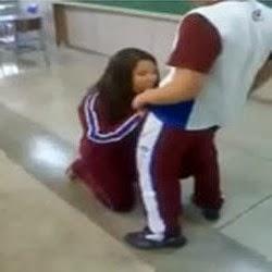 Aluninha mama os coleguinhas na sala de aula - http://xvideos.com