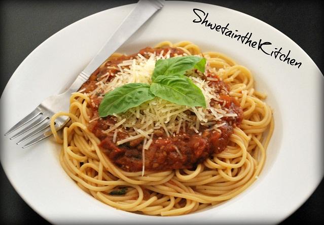 Shweta in the Kitchen: Spaghetti with Marinara sauce