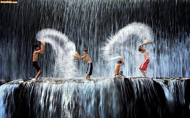 """Chùm hình ảnh đẹp nghệ thuật về """"tuổi thơ tôi"""" té nước"""