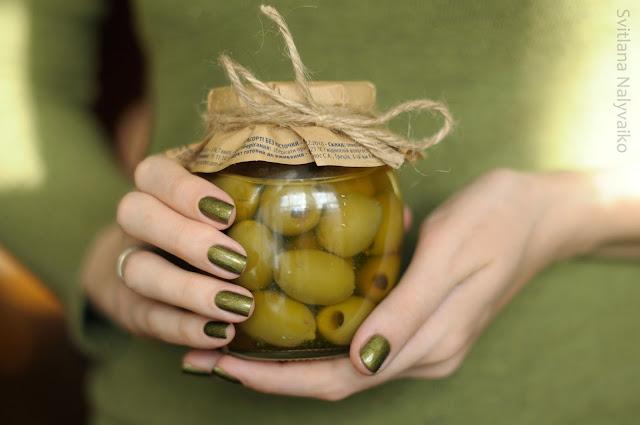 Лак для ногтей оливковый A-England Fotheringhay Castle