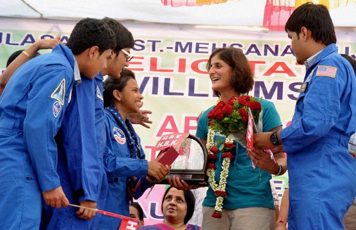 sunita williams information for kids
