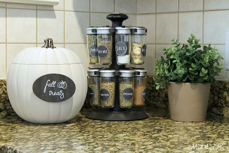Fall Treat Jar from Meet the B's  |  25 Creative DIY Pumpkins at www.andersonandgrant.com