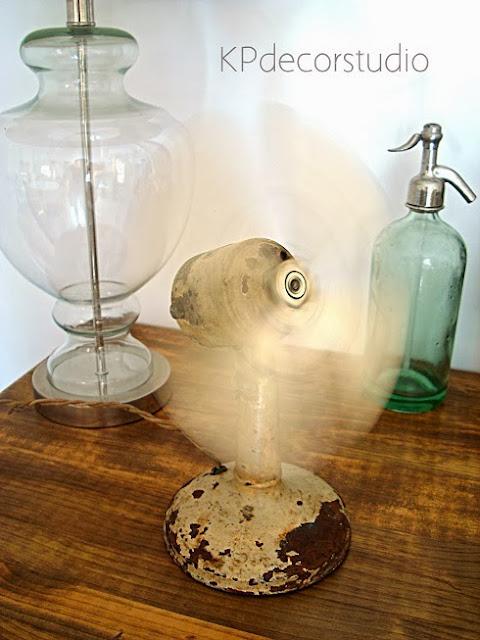 Ventiladores vintage antiguos funcionando de los años 30. Objetos de decoración vintage