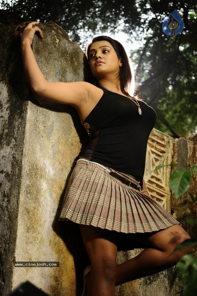 Tashu Kaushik fleshy thighs, juicy armpits show in poses