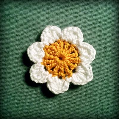 Crochet Small Daisy Flower Pattern : Zuzkica - Handmade Creations: Daisy Flower Crochet Pattern