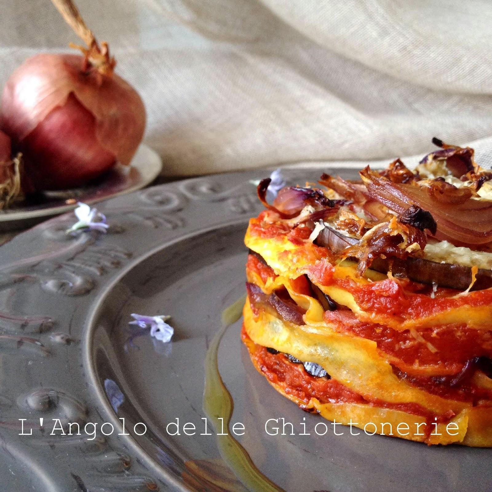 lasagne alla calabrese con 'nduja, cipolla rossa di tropea, melanzana e caciocavallo silano
