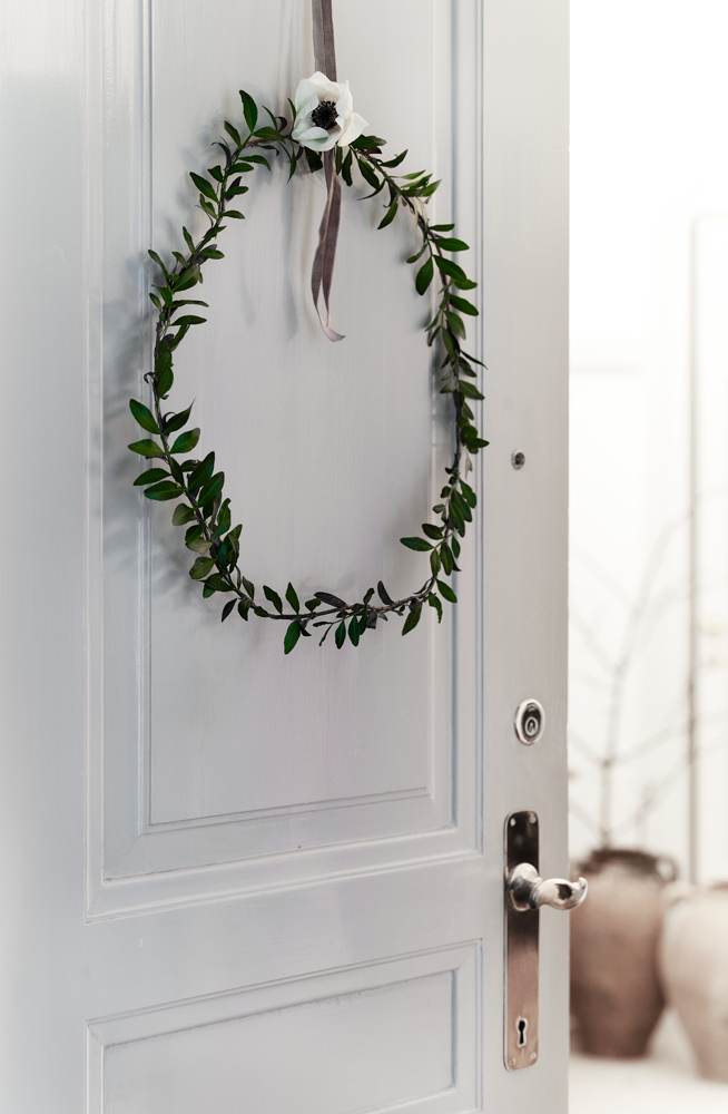 its time to get working on beautiful christmas decorations around the home todays inspiration comes from johanne bildsoe who owns interior shop details91