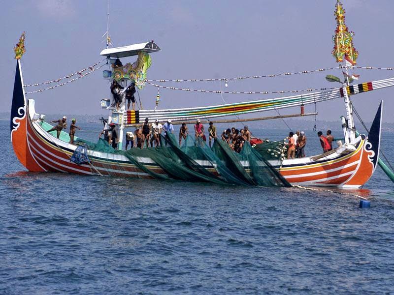 perahu slerek dengan 50 awak kapal