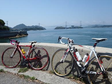 大島から来島海峡大橋を臨む