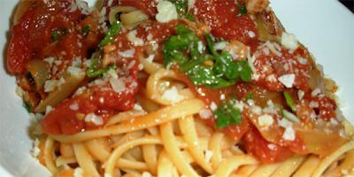 espagueti con salsa amatriciana