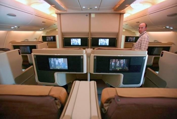 Airbus a380 interior picture from singapore airlines for Airbus a380 interior