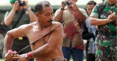 Mengenal 4 Tradisi Budaya Ekstrem di Indonesia