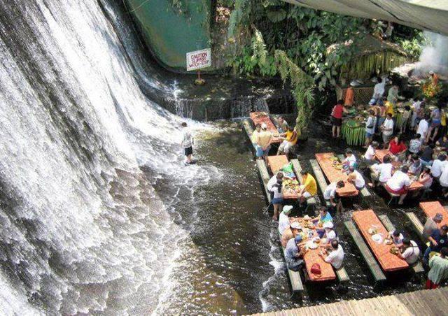 restoran di tengah tengah sungai-4