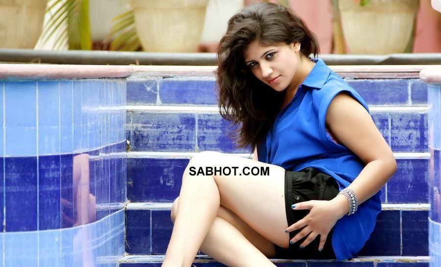Supriya showing hot legs  - Supriya black shorts latest hot pics!