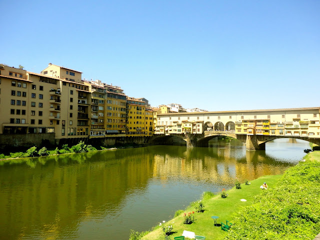 Ponte Vecchio (bridge) crossing the River Arno in Florence, Italy