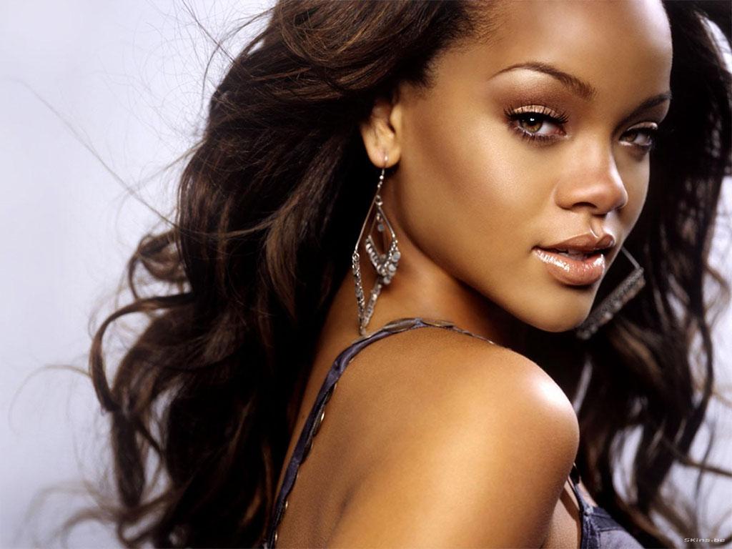 http://1.bp.blogspot.com/-ojrQtZ706Wg/TnSa62Jo1WI/AAAAAAAAJOg/DwlHhNAkh2I/s1600/Rihanna-06.jpg