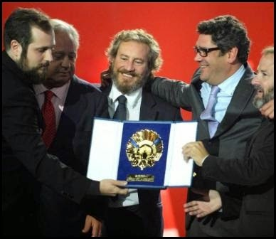 Los productores de Magical Girl con la Concha de Oro 2014
