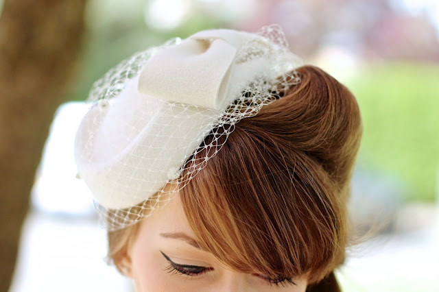 40s/50s style felt pillbox hat with bow and veil in ivory