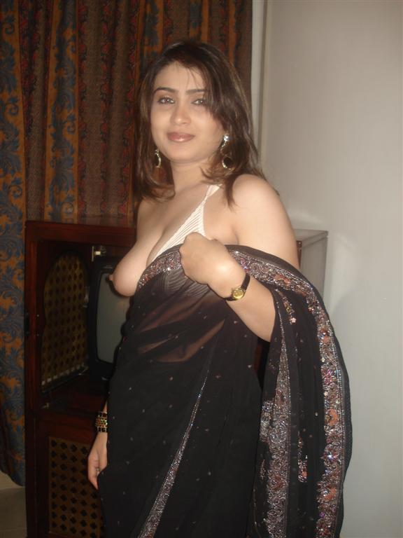 Sexy Paki Babe indianudesi.com
